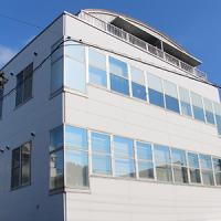 このビルの2Fがオフィスです。
